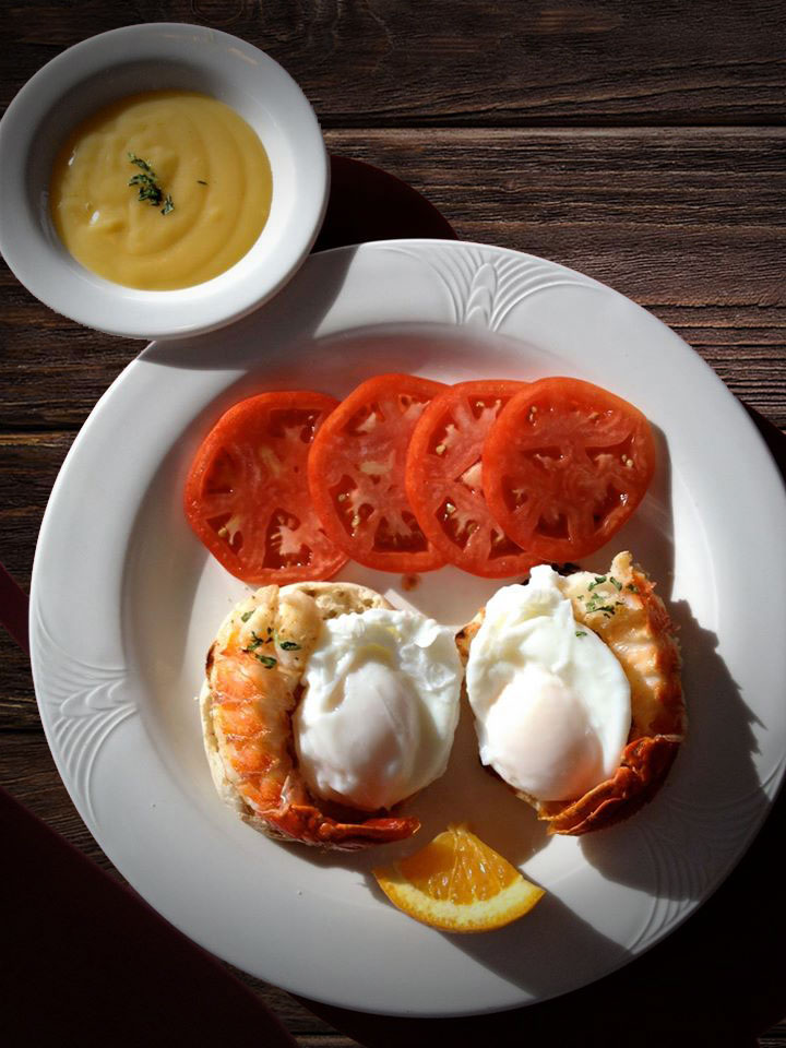 Café Beach Club Lobster-Tail-Eggs-Benedict-with-Sliced-Jersey-Tomatoes